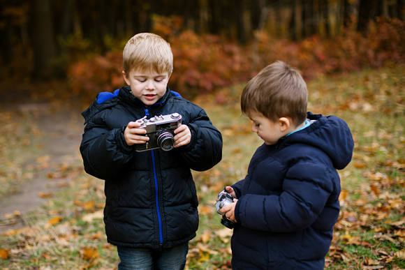 Young children together with cameras
